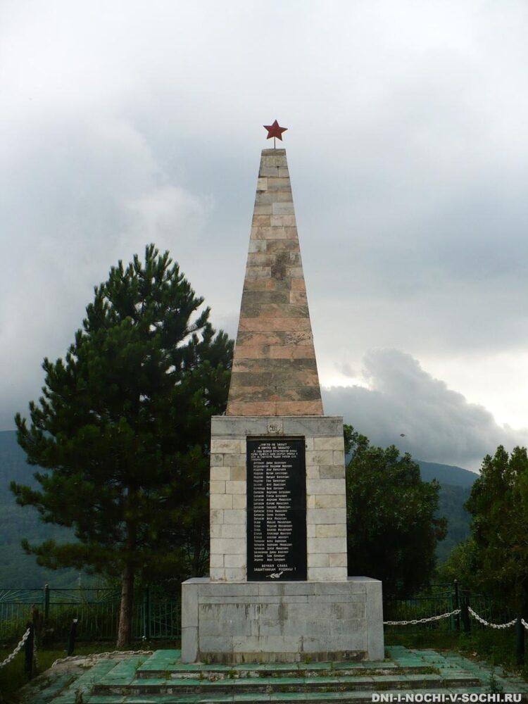 памятник по пути в Воронцовку