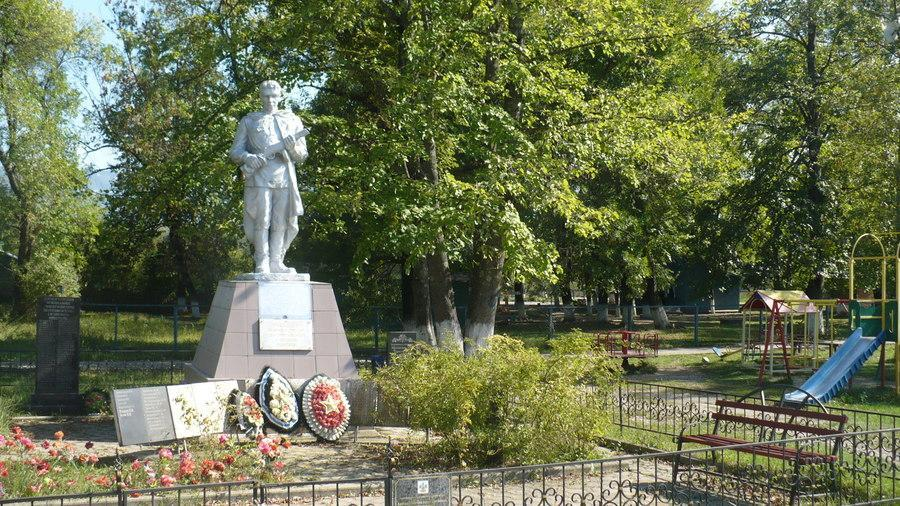 памятник в Апшеронском районе