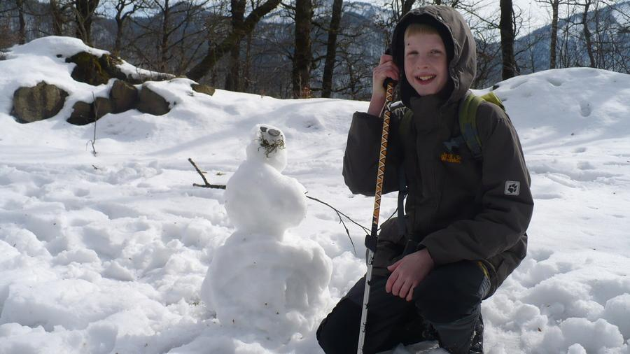 весенний снеговик