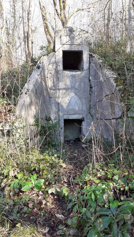 старый минеральный или сероводородный источник на Старой Мацесте