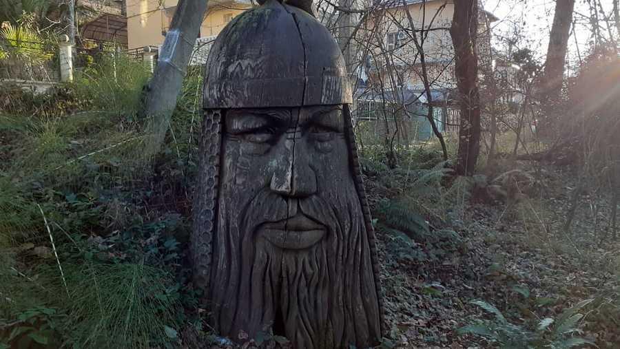 Богатырь в Мацестинском лесопарке