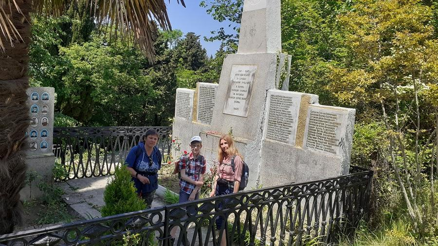 памятник в селе по улице Саят - Нова г. Сочи