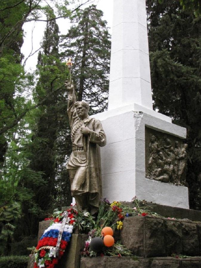 Памятник партизанам и красноармейцам в Хосте