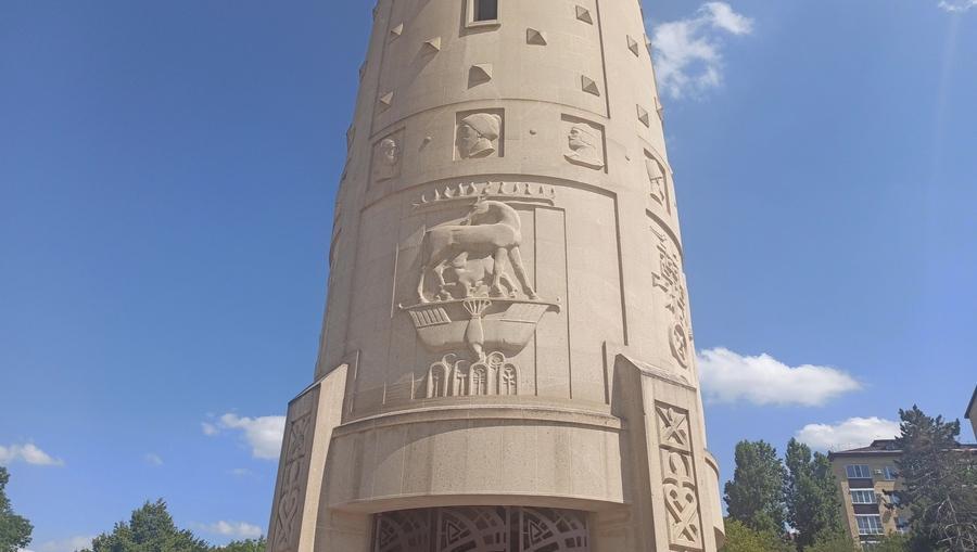 монумент Единения и согласия в Майкопе