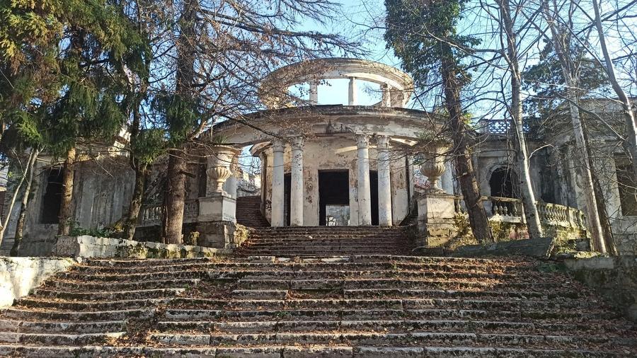 старый ресторан на Ахуне