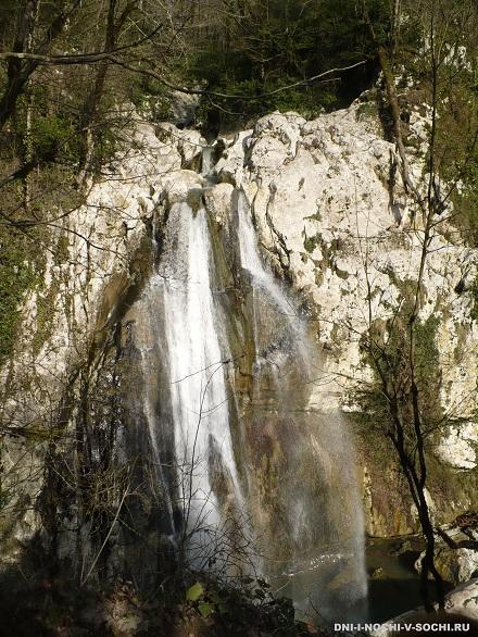 Агурский водопад зимой фото