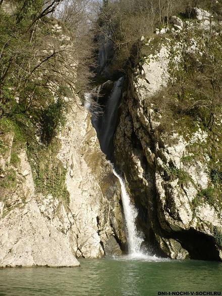 Агурский водопад зимой