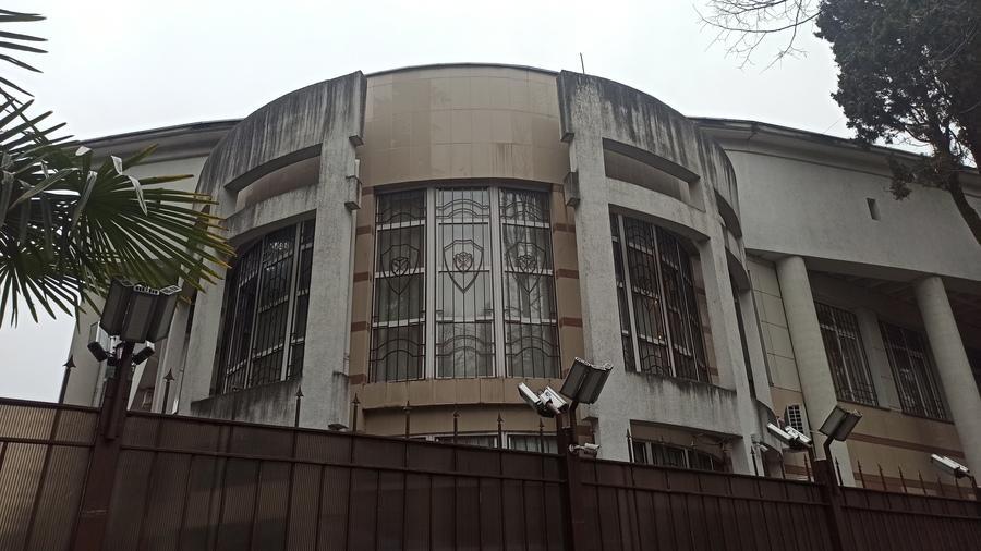 старое здание аэровокзала Сочи фото