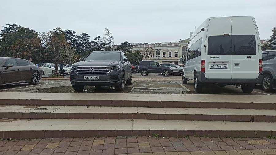 парковка вместо кинотеатра Спутник фото