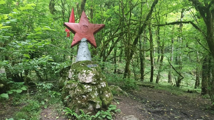 памятник Красная звезда на Ажеке