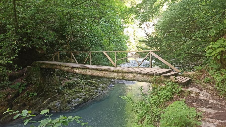 мостик через реку Агву